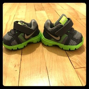 Nike Shoes - Infant Nike's green and gray 2c